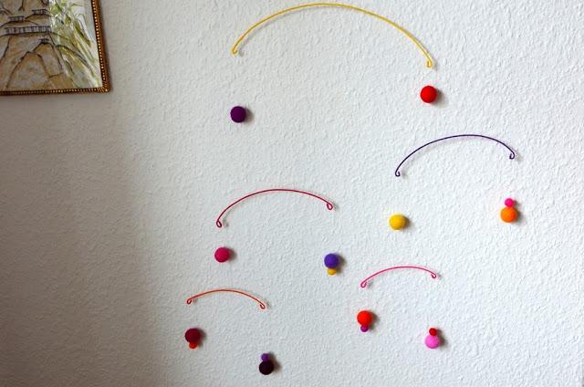http://frksmed.blogspot.dk/2013/08/rainbow-mobile.html