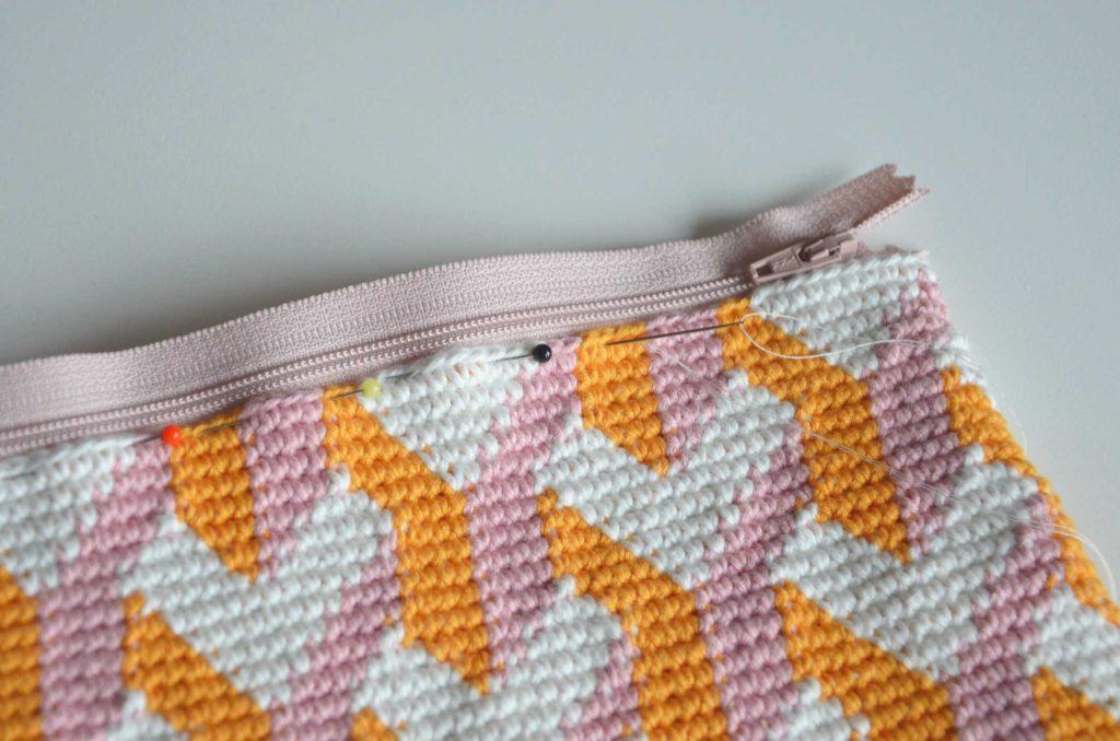 Hæklet clutch pung med grafisk mønster