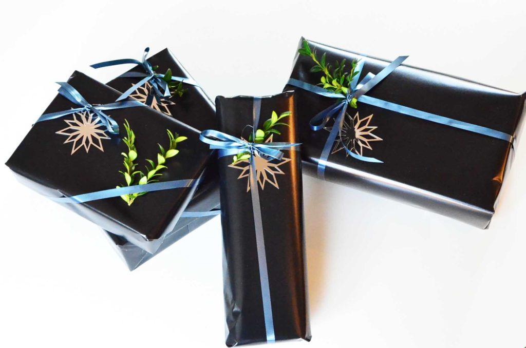Indpakning adventsgaver